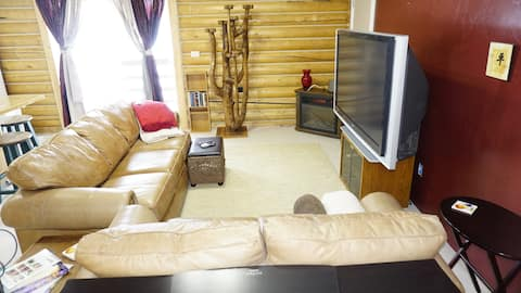 Beautiful large private Studio Apt with Kitchen