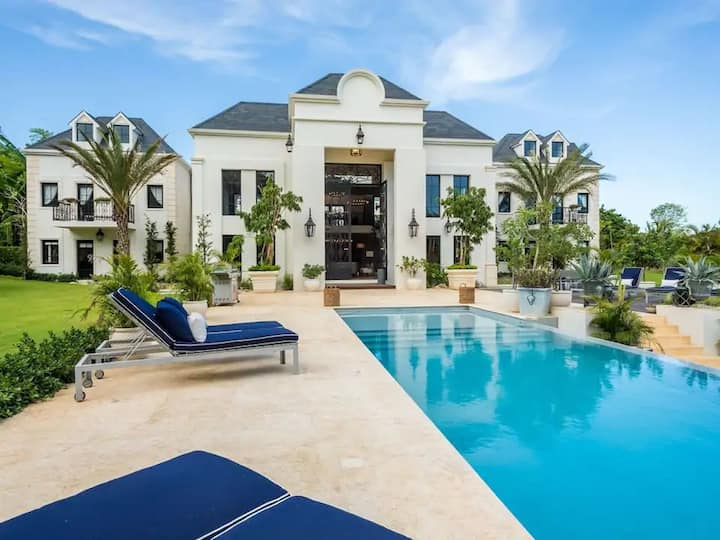 LUXURY FRENCH 5-BEDR VILLA | 16 PAX | PRIVATE POOL