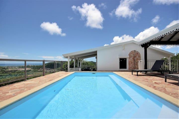 Séjour famille: piscine sécurisée, superbe vue mer