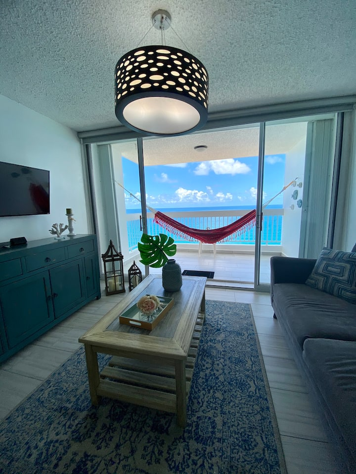 Relaxing Beachfront 2 Bdrm Apt A/C, FastWiFi, Pool