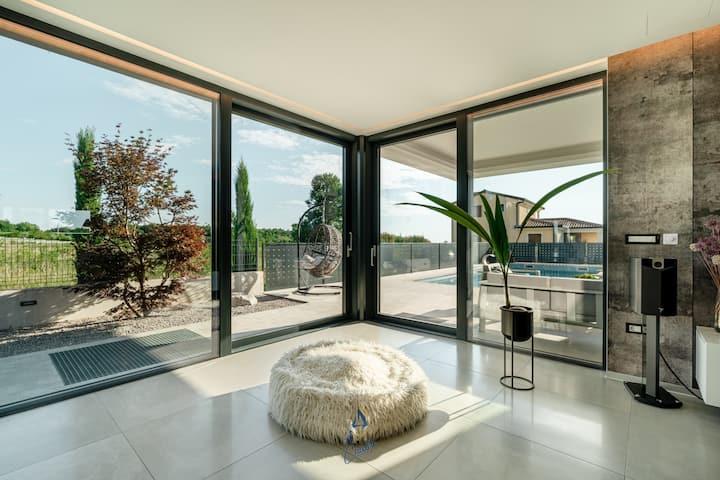 5 bedroom villa for 12