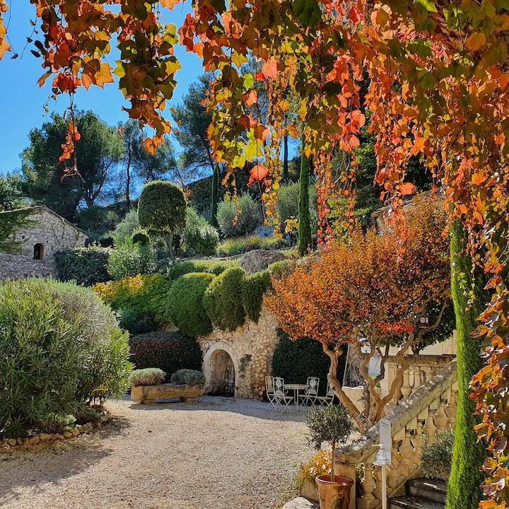 5 bdrm, guest home on private estate