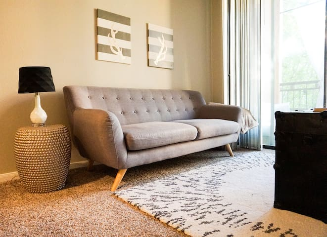 Comfy Plaza Apartment - Steps Away from the Action