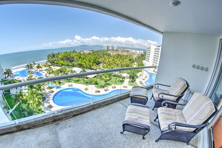 3BR Beachfront Condo w/ 7th Floor Ocean Views 🏖