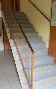 Para acessar o apartamento, precisa subir este lastro de escadas!