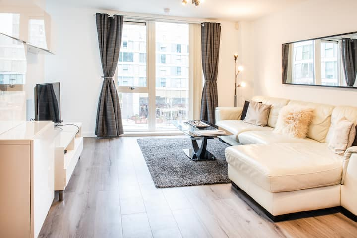 Lovely City Centre Apartment, great views!