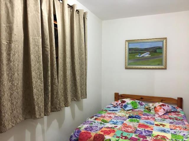 Quarto 2 do Rancho (com 1 cama de casal e mais um colchão de casal extra)