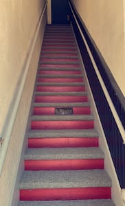 Always lit stairwells to access the apartment.