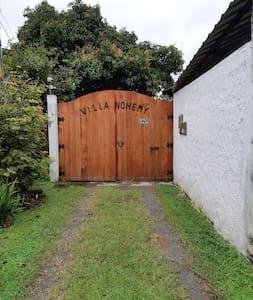 portón de la entrada