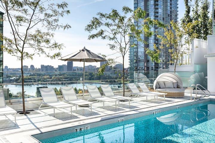 LEVEL | One Bedroom Suite | Luxe Amenities