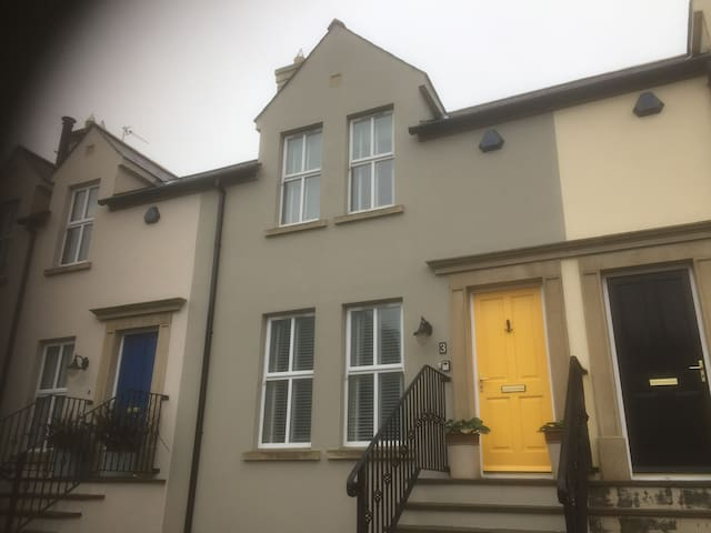 2 bed house, close to West Strand, Portrush.