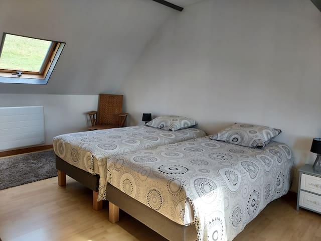 Chambre étage : lit 180 ou 2 x 90
