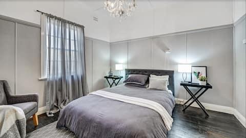 DONNELLY HOUSE     2 спальни + камин