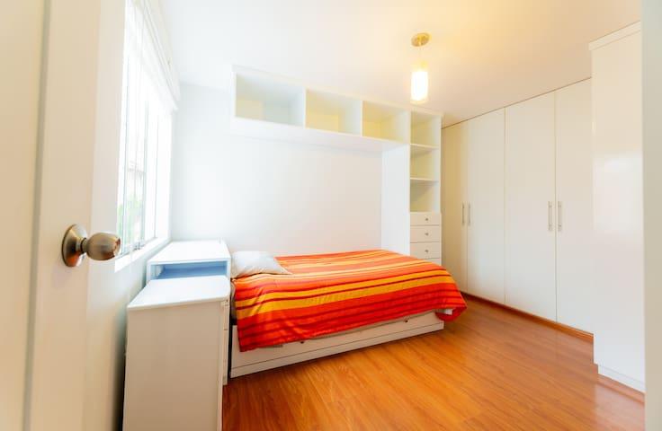 La segunda habitación mantiene la misma distribución y también son camas nido
