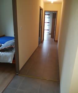 couloir acces aux chambres , wc et salle de bains  108 cm