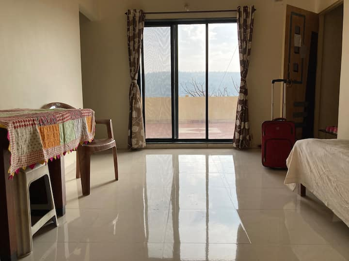 Panchgani - Large Home. Huge Terrace. Valley View