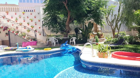 Piso con terraza 240 m2 + jardin y piscina 275 m2.