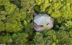 AWAY+Treehouse%2C+outdoor+tub+%26+massage+treatments