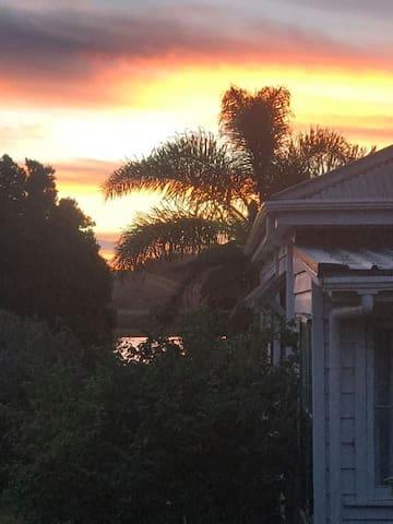 Lakeside View room, Kauri Villa.