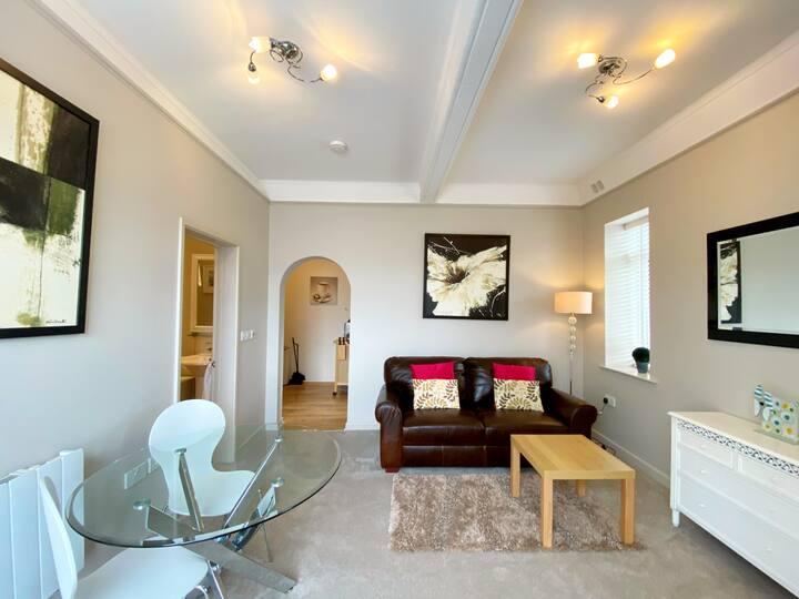 Modern Light & Bright Ground Floor 1 Bed Apartment
