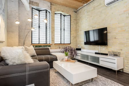 Warehouse Loft in Exchange District w/parking!