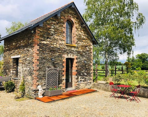 Charming little house in equestrian property