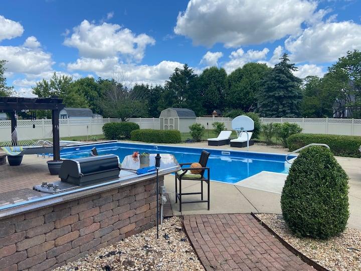 Best deal in Carmel w/ Pool! 5mins from Grand Park