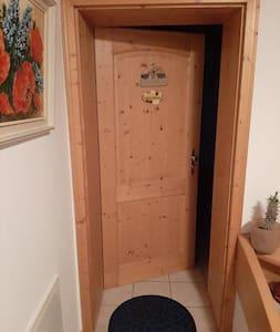 Eingangstür zur Wohnung.