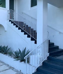 Steps leading up to 5 palms Cottage
