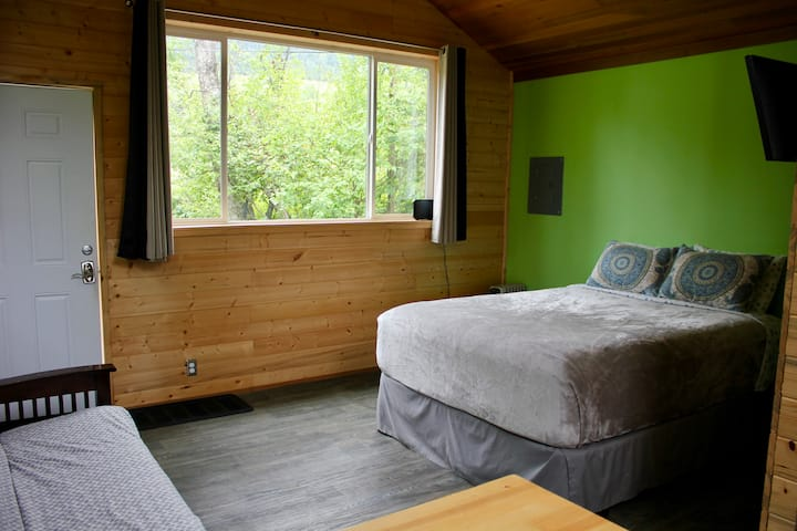 Cozy, modern cabin in rural neighborhood!
