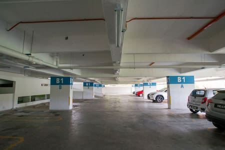 Parking spot with flat entrance to the 2 main lifts