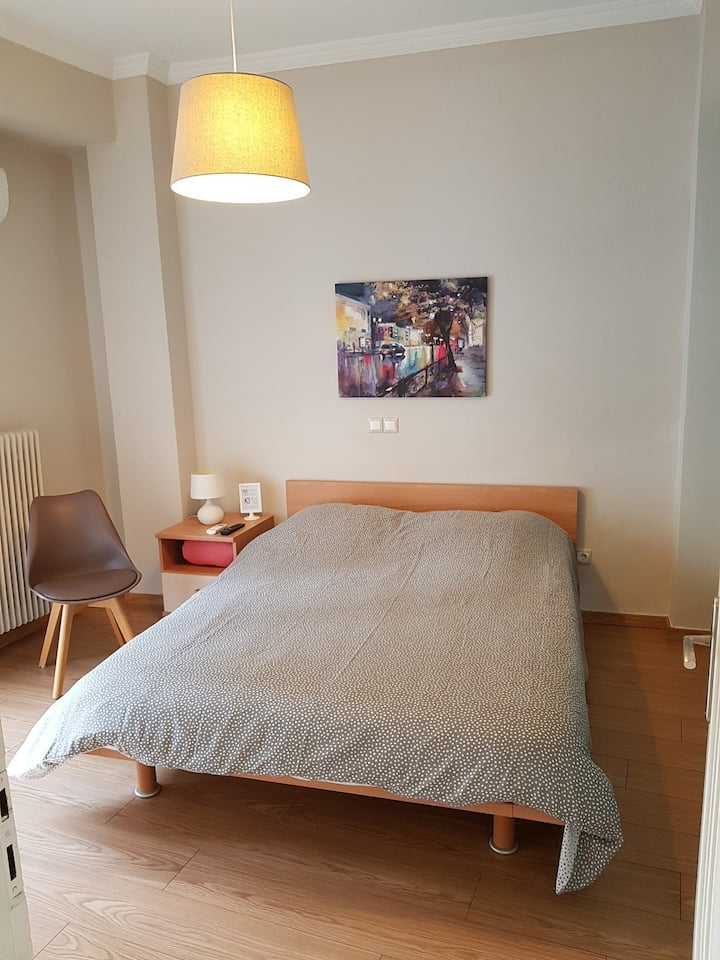 Room 3 minutes from Gazi / Keramikos metro station