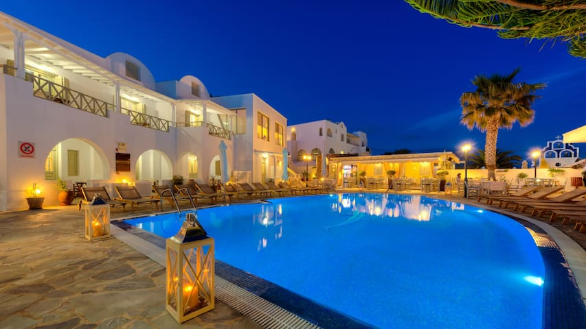 Double  room  acess to  pool in Akrotiri santorini