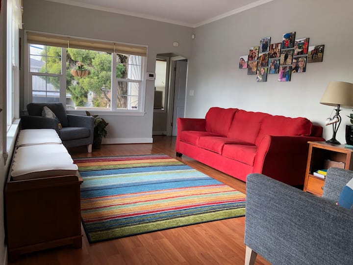 Light-filled 2 bedroom close to BART