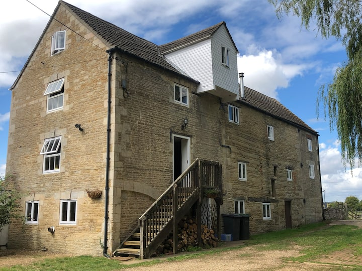 1750's Watermill, Stunning Location near Stamford