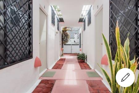 Geniş koridorlar