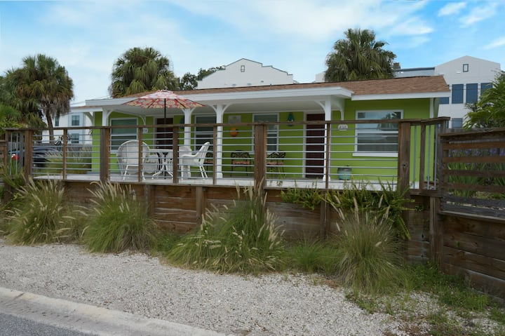 Downtown Dunedin (Funedin)     Key Lime Cottages 1