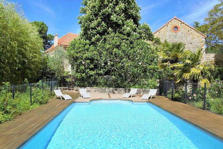 Gîte à la campagne avec piscine proche de Cahors
