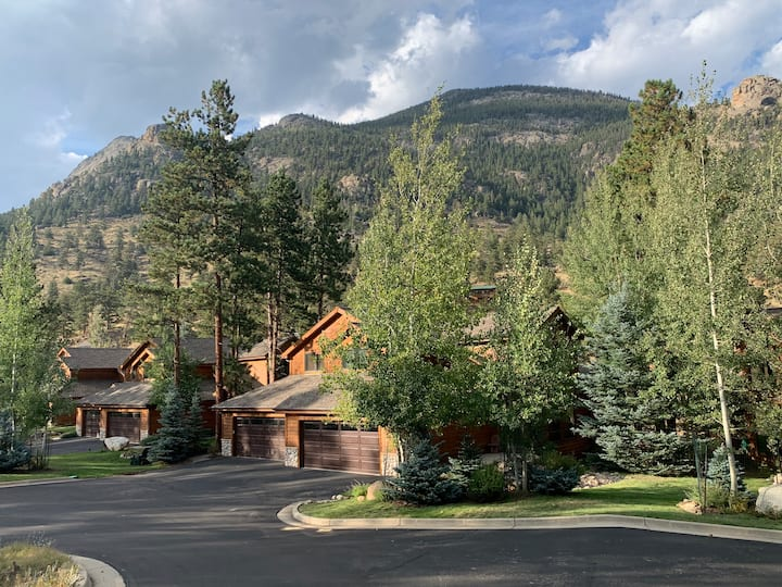 Mountain Masterpiece, premier Estes Park Home