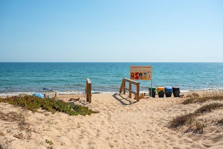 Charlya Apt!Best SeaViews at Faro Beach!