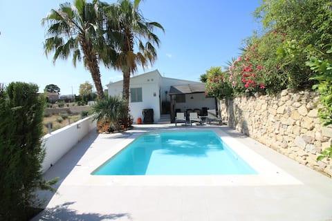 Large Modern Villa, Private Pool & Gardens