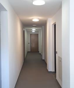corridoio che conduce all'entrata dell'appartamento