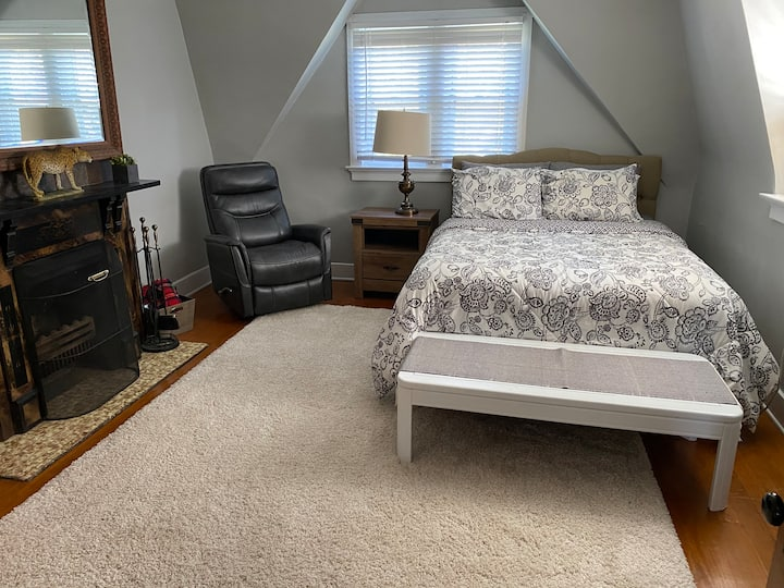 Cozy &  Convenient, Historical Downtown Covington