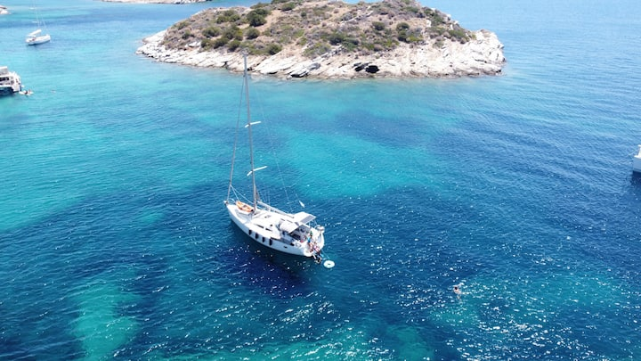 Sailing Holidays to Greek islands on Owners' Yacht