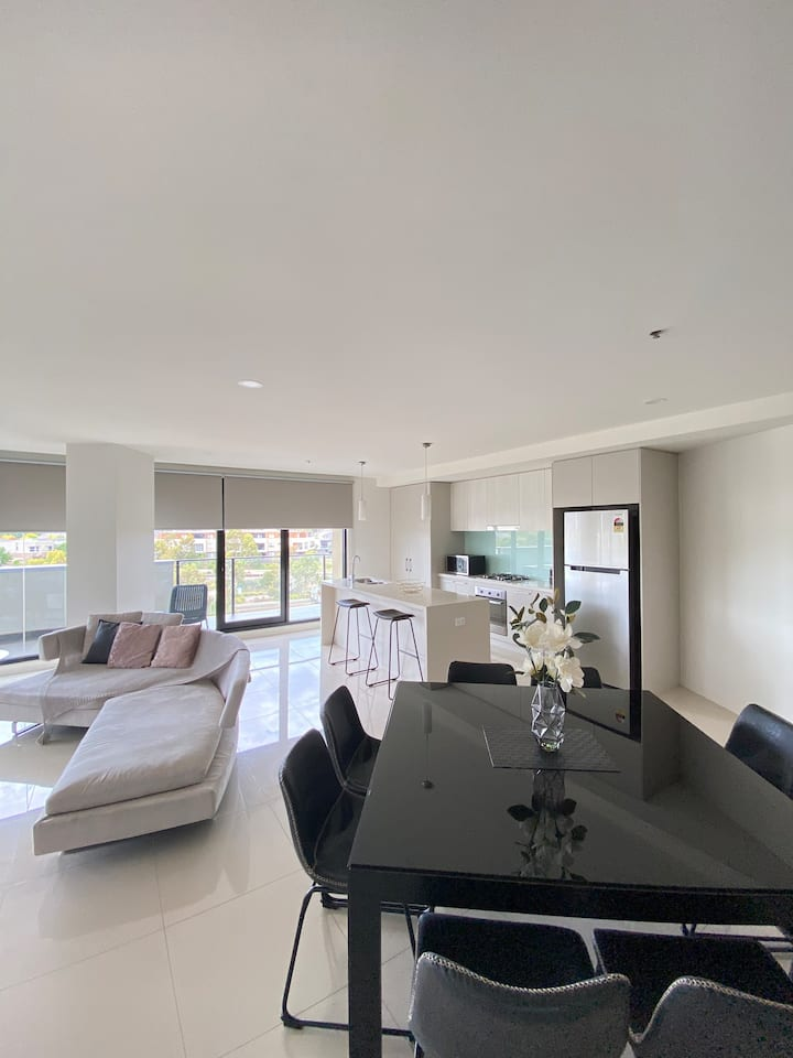 CONVENIENTLY LOCATED 3 BEDROOM PENTHOUSE
