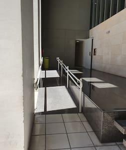 Percorso fino alla porta d'ingresso senza gradini
