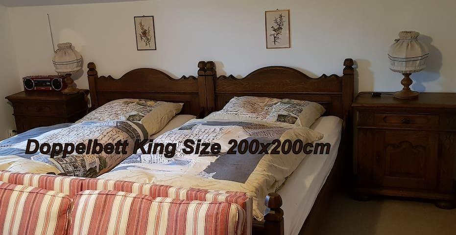 Das Doppelbett ist 200x200cm