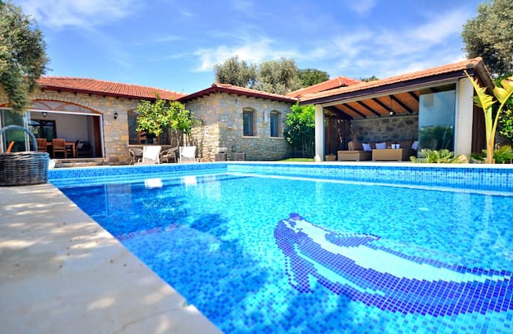 Family Villa with Spacious Garden and Private Pool