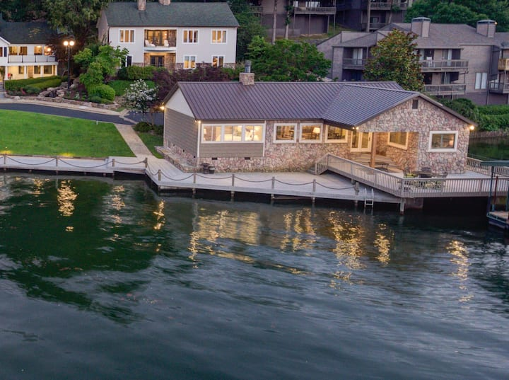 Charming Cottage on Lake Hamilton with Boat Dock!