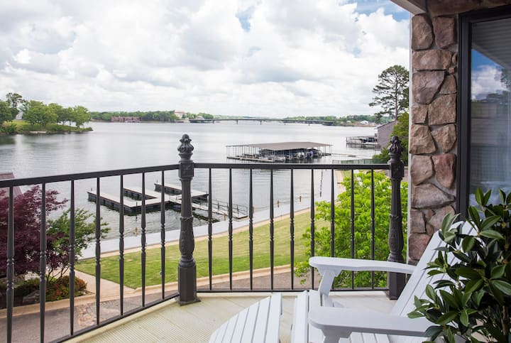 Stylish Farmhouse on Hamilton! Great Views w/Dock!